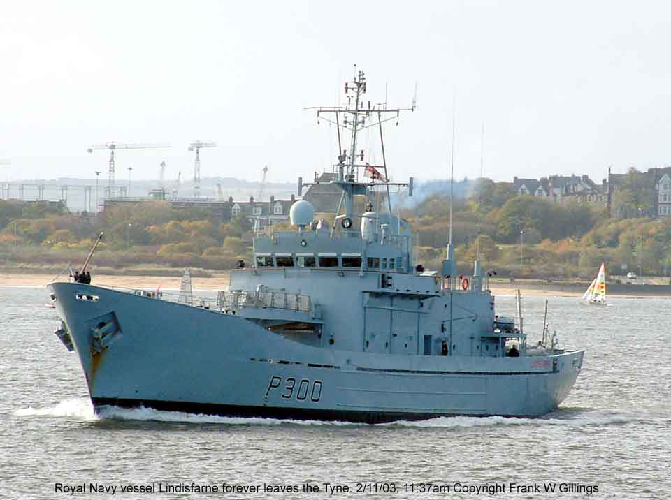 HMS Lindisfarne sails out of the river Tyne for the last time. 2 Nov 03. 11:37am